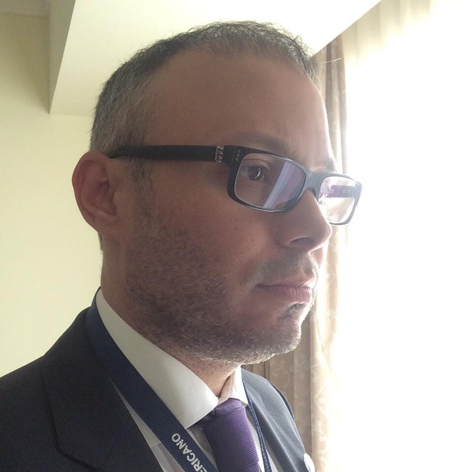 Dr. Paúl Escovar La Riva